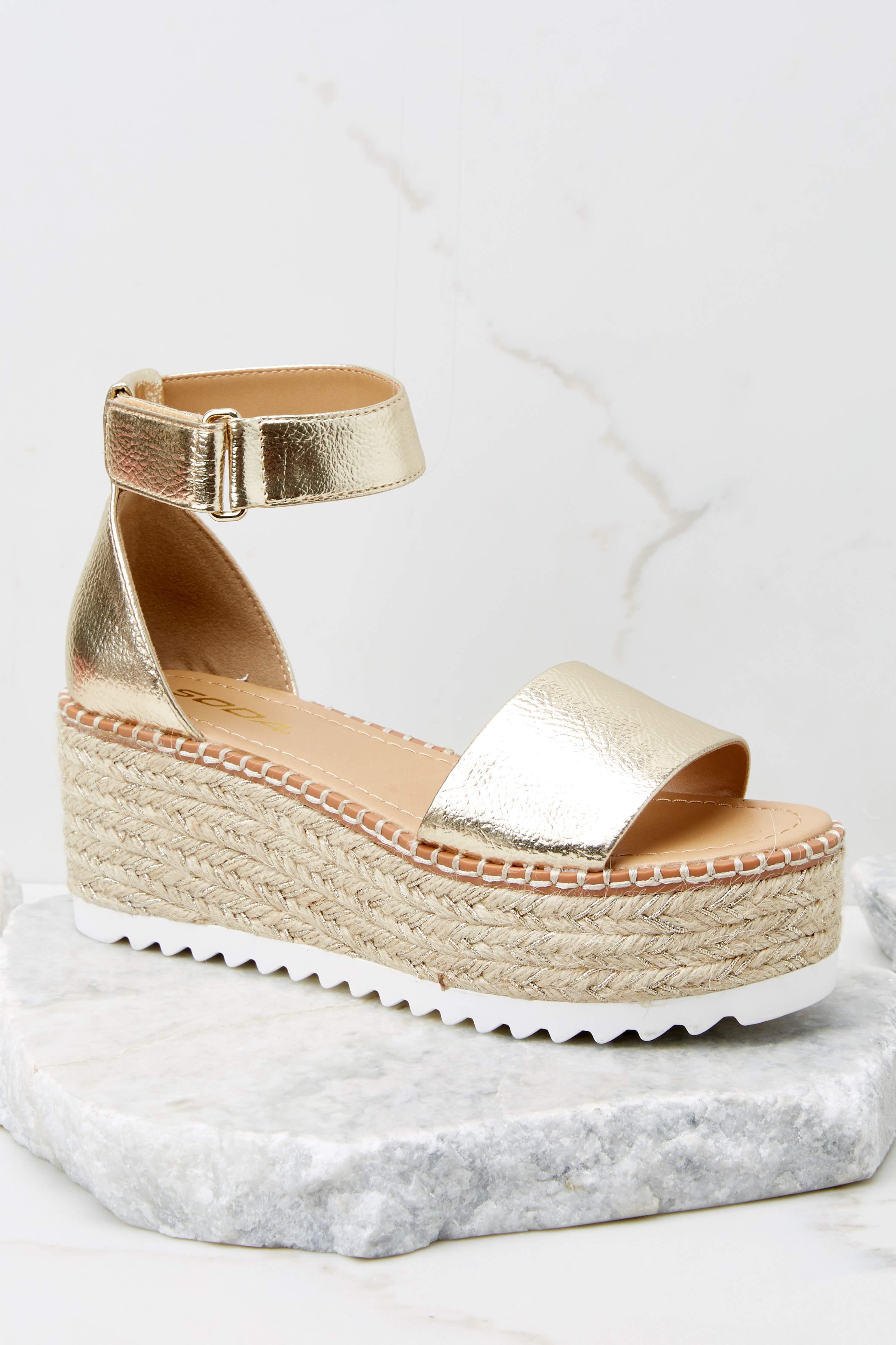 In A Flash Gold Flatform Sandals