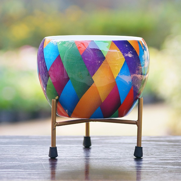 Round Metal Pot With Stand (symmetric)